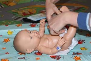 Прожилки крови в кале у грудничка: возможные заболевания и опасные признаки