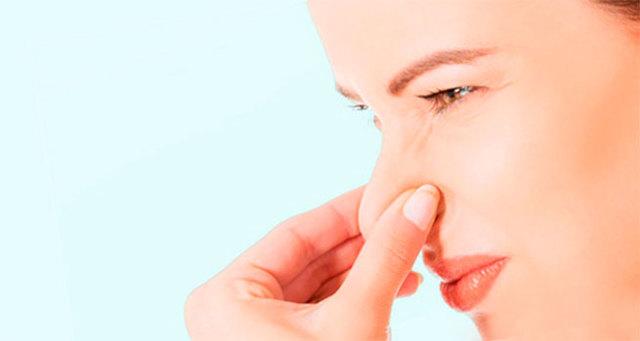 Причины выделений белого цвета без запах у женщин, возможные гинекологические заболевания и их лечение