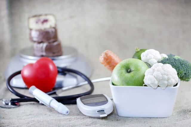Низкий сахар в крови: причины, симптомы и лечение гипогликемии