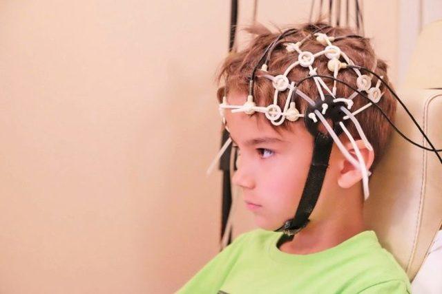Эхо-ЭГ головы ребенка: назначение, процедура и расшифровка обследования