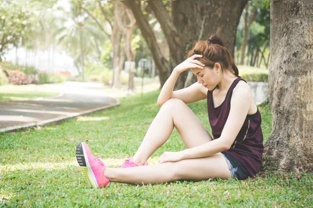 Болит голова после физических нагрузок: причины и лечение