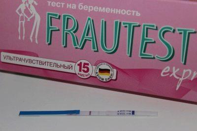 Задержка месячных тест положительный: признаки беременности и причины ложноположительного результата