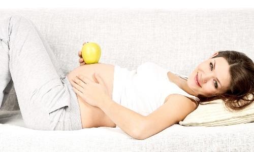 На каком сроке беременности делают первое УЗИ и о чем оно может